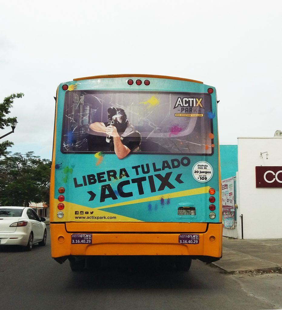 Características de los autobuses publicitarios